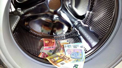 Lavaban dinero mediante la venta de artículos de lujo