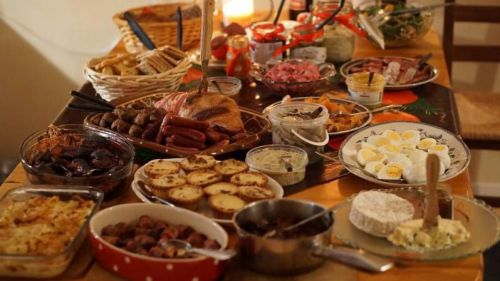 Los españoles gastarán el 45% de su presupuesto navideño en comida y bebida