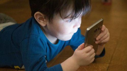 Los niños españoles piden dispositivos con pantalla años antes de lo recomendado