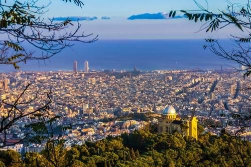 Los jóvenes viajan cada vez más a Barcelona